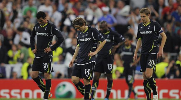 MADRID, SPAIN - APRIL 05: Players of Tottenham Hotspur look down after Real Madrid scored their fourth goal during the UEFA Champions League quarter final first leg match between Real Madrid and Tottenham Hotspur at Estadio Santiago Bernabeu on April 5, 2011 in Madrid, Spain. Real Madrid won 4-0. (Photo by David Ramos/Getty Images)