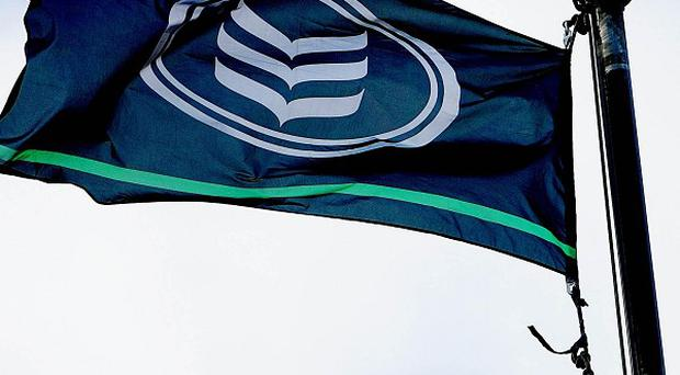 Middle-ranking gardai have demanded a probe into bonuses paid at Bank of Ireland
