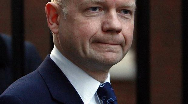 Foreign Secretary William Hague has announced that British Army officers will be deployed to Benghazi to help rebel fighters