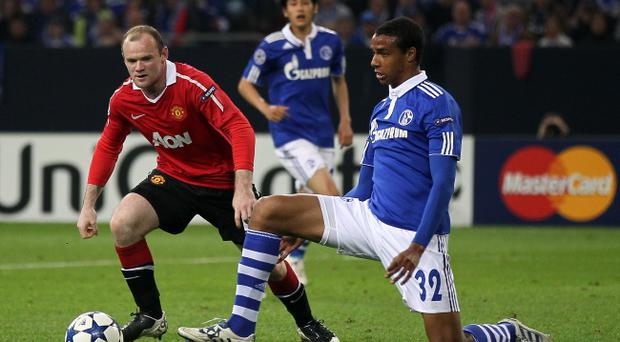 GELSENKIRCHEN, GERMANY - APRIL 26: Joel Matip of Schalke (R) challenges Wayne Rooney of Manchester United (L) during the UEFA Champions League semi final first leg match between FC Schalke 04 and Manchester United at Veltins Arena on April 26, 2011 in Gelsenkirchen, Germany. (Photo by Christof Koepsel/Bongarts/Getty Images)