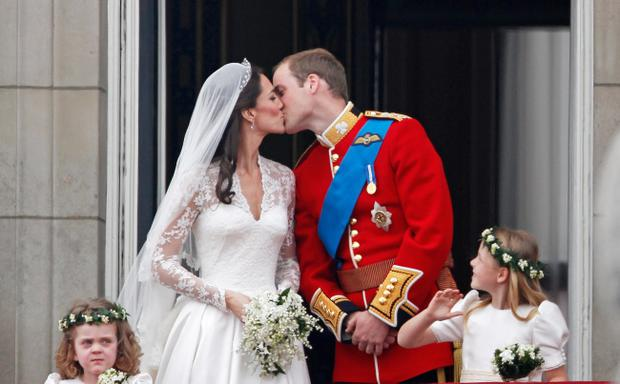 LONDON, ENGLAND - APRIL 29: TRH Catherine, Duchess of Cambridge and Prince William, Duke of Cambridge kiss on the balcony at Buckingham Palace on April 29, 2011 in London, England. The marriage of the second in line to the British throne was led by the Archbishop of Canterbury and was attended by 1900 guests, including foreign Royal family members and heads of state. Thousands of well-wishers from around the world have also flocked to London to witness the spectacle and pageantry of the Royal Wedding. (Photo by Christopher Furlong/Getty Images)