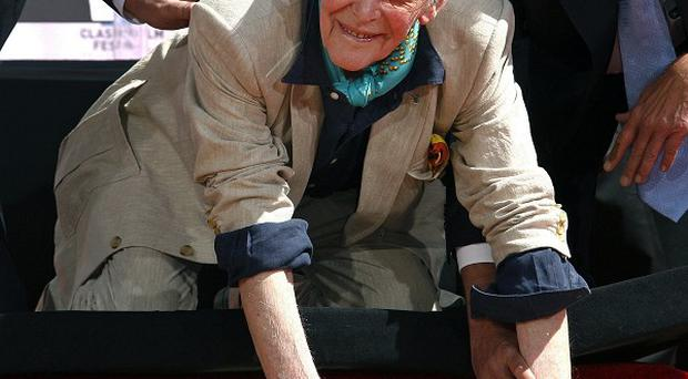 Peter O'Toole places his handprints in cement in Los Angeles