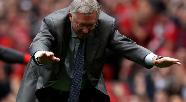 MANCHESTER, ENGLAND - MAY 08: Manchester United Manager Sir Alex Ferguson takes a bow at the end of the Barclays Premier League match between Manchester United and Chelsea at Old Trafford on May 8, 2011 in Manchester, England. (Photo by Alex Livesey/Getty Images)