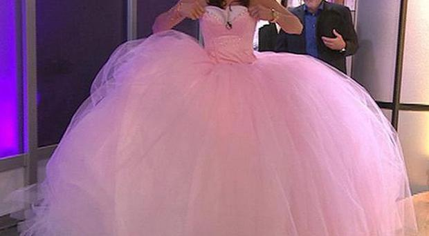 Christine Bleakley Tries On The Massive Wedding Dress Featured In Documentary My Big Fat Gypsy