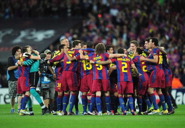 LONDON, ENGLAND - MAY 28: Barcelona players celebrate after victory in the UEFA Champions League final between FC Barcelona and Manchester United FC at Wembley Stadium on May 28, 2011 in London, England. (Photo by Shaun Botterill/Getty Images)