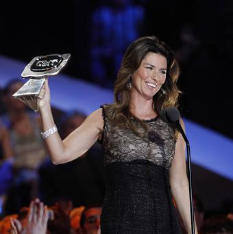 Shania Twain said she'd only hurt her thumb in the fall