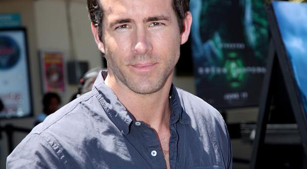 Ryan Reynolds' Green Lantern topped the US box office charts over the weekend