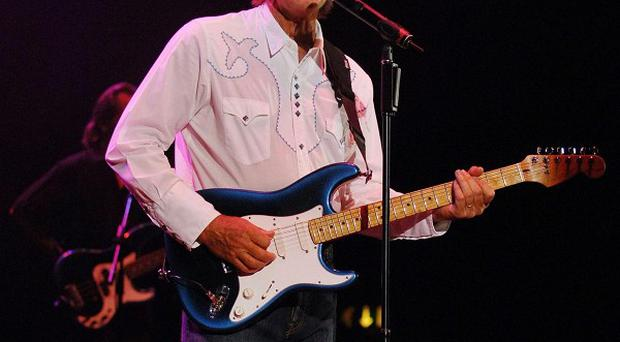American singing star Glen Campbell is suffering from Alzheimer's disease