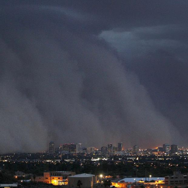 A giant dust storm covers Phoenix, Arizona (AP)