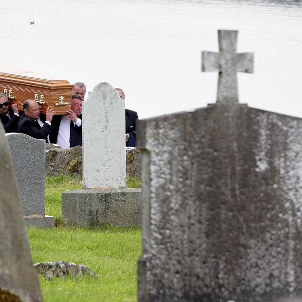 The Church of England has voted not to increase fees for funerals