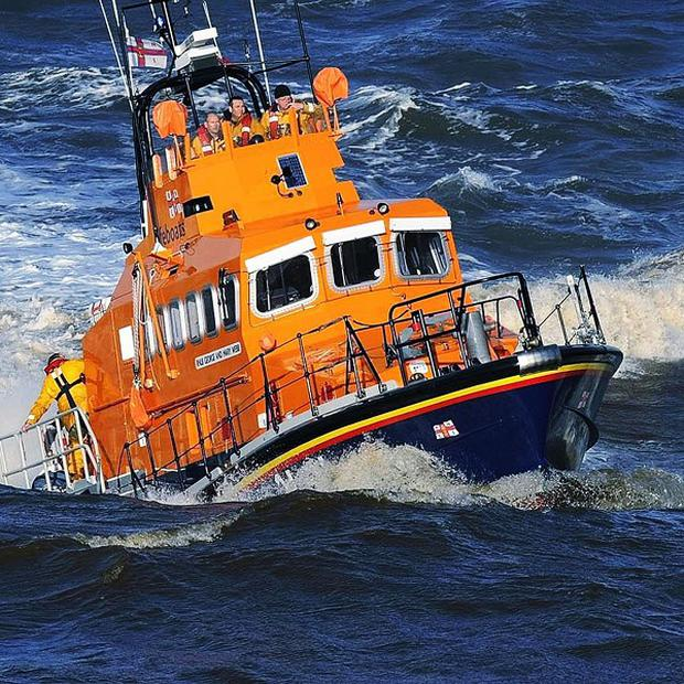 A 20-mile shoreline search is to be carried out for a teenager feared drowned off Co Donegal