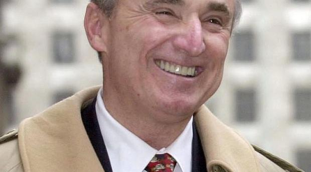 High-profile US 'supercop' Bill Bratton has confirmed that he would be interested in leading the Metropolitan Police