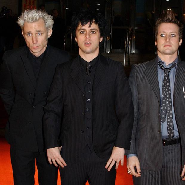Green Day performed a song that seemed to be a tribute to the late Amy Winehouse