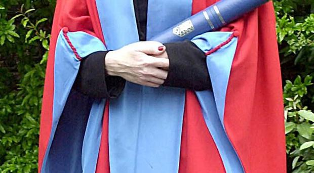 Only England's top universities should have the power to award degrees, a study has suggested