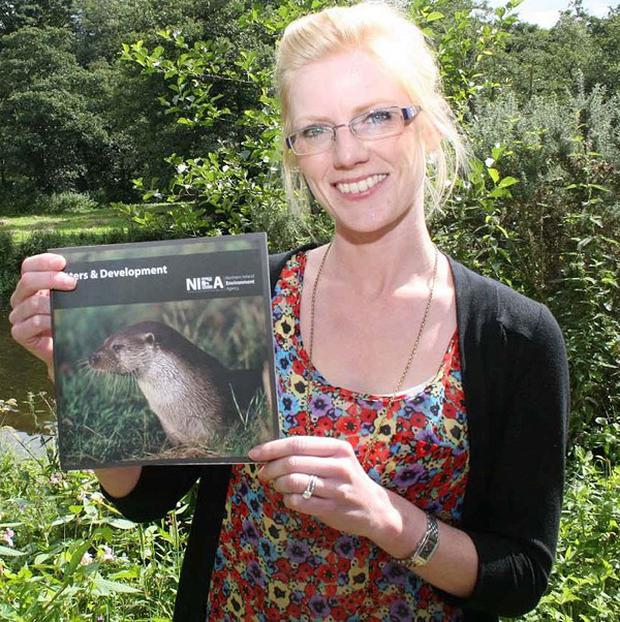 Lisa Maddox launchies the NIEA's booklet which encourages developers to play their part in helping secure the future of the otter population