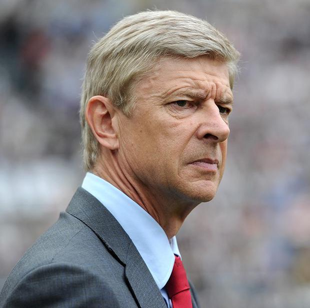 Arsene Wenger is concentrating on bolstering ARsenal's midifeld