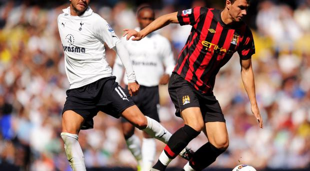 LONDON, ENGLAND - AUGUST 28: Rafael van der Vaart of Tottenham (L) tackles Edin Dzeko of Manchester City during the Barclays Premier League match between Tottenham Hotspur and Manchester City at White Hart Lane on August 28, 2011 in London, England. (Photo by Michael Regan/Getty Images)