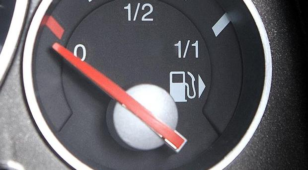 More than a quarter of motorists are restricting the amount they spend when they fill up their car, a poll found