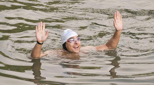 David Walliams has kicked off his attempt to swim the Thames