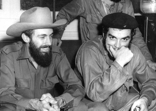 Ernesto Che Guevara (right)