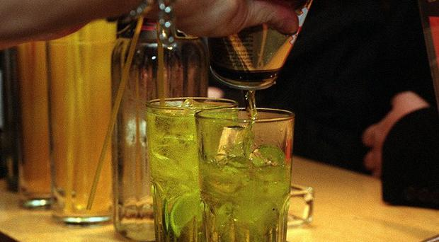 Drinkers may be putting themselves at risk by mixing alcohol with energy drinks, a new report has warned
