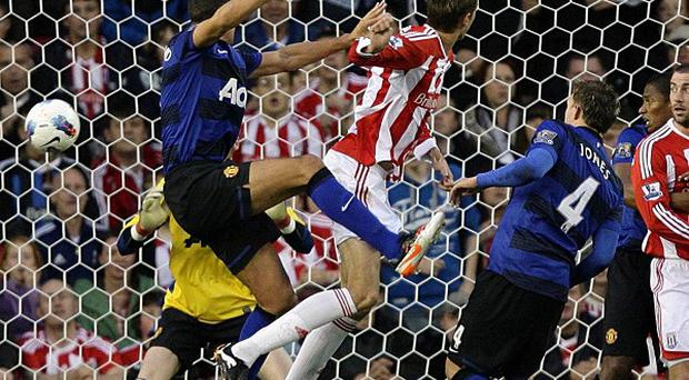 Peter Crouch (centre)