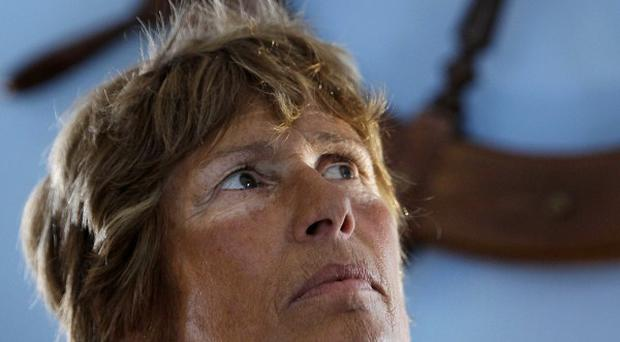 Diana Nyad has ended her attempt to swim from Cuba to Florida after being badly stung by jellyfish