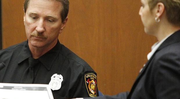 Paramedic Richard Senneff confers with prosecutor Deborah Brazil during his testimony in the Conrad Murray involuntary manslaughter trial (AP)