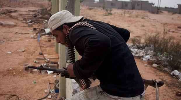 Britain is to give the new Libyan leadership 500,000 pounds and additional military expertise (AP)