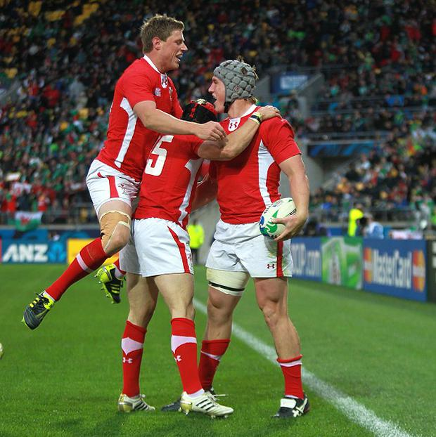 Jonathan Davies (right)