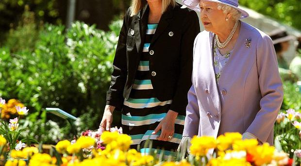 The Queen and Australian capital territories chief minister Katy Gallagher view the flowers