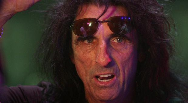 Alice Cooper goes trick or treating with his kids