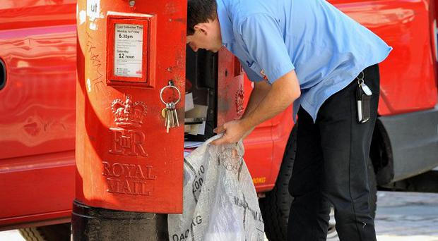 Some 80,000 people have applied for 18,000 seasonal Royal Mail jobs