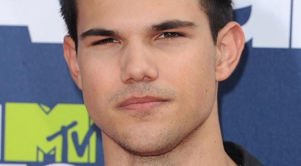 Taylor Lautner is apparently set to produce and star in a Gus Van Sant film