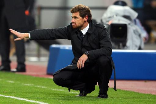 LEVERKUSEN, GERMANY - NOVEMBER 23: Head coach André Villas-Boas of Chelsea issues instructions during the UEFA Champions League group E match between Bayer 04 Leverkusen and FC Chelsea at BayArena on November 23, 2011 in Leverkusen, Germany. (Photo by Christof Koepsel/Bongarts/Getty Images)