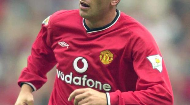 Ronnie Wallwork playing for Manchester United in August 2000