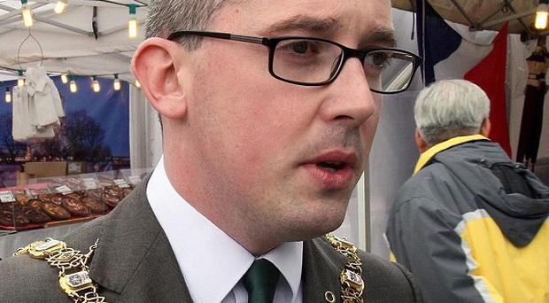 Belfast's Lord Mayor Niall O Donnghaile has apologised after refusing to present an award to an Army cadet