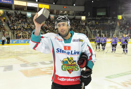 Graeme Walton was on target for the Belfast Giants last night as Doug Christiansen's men secured a 4-1 victory at Dundee Stars