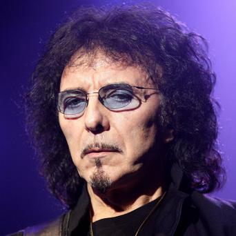 Black Sabbath guitarist Tony Iommi is to undergo treatment for cancer after being diagnosed with lymphoma