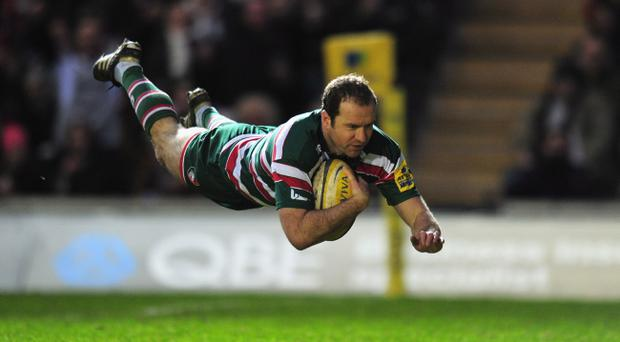 LEICESTER, ENGLAND - JANUARY 01: Geordan Murphy of Leicester Tigers scores a try during the Aviva Premiership match between Leicester Tigers and Sale Sharks at Welford Road on January 1, 2012 in Leicester, England. (Photo by Shaun Botterill/Getty Images)