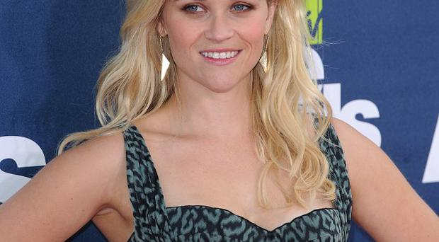 Reese Witherspoon will star in Big Eyes with Ryan Reynolds
