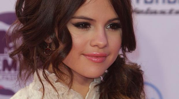 Selena Gomez reckons she is just having a regular teenage romance with Justin Bieber