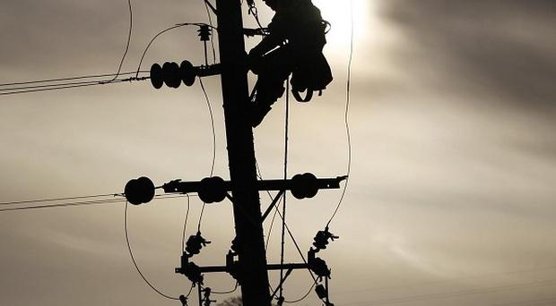 Linking the electricity grids of Northern Ireland and the Republic of Ireland using underground cables could increase costs five-fold, a report has said