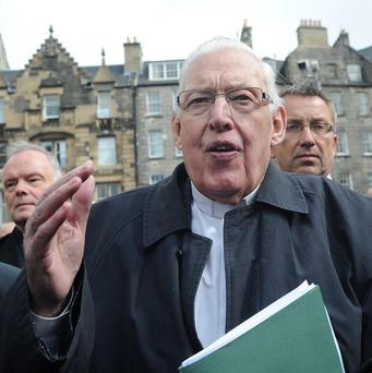 The Rev Ian Paisley remains seriously ill in hospital