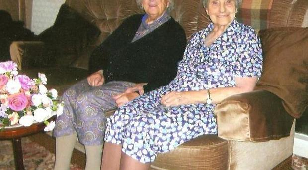 Evelyn 'Evie' Middleton (left) and Edith Ritchie, the world's oldest twins