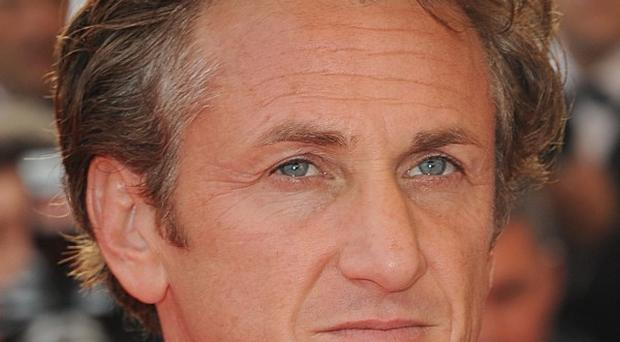 Sean Penn has called on Britain to join in talks over the Falkland Islands