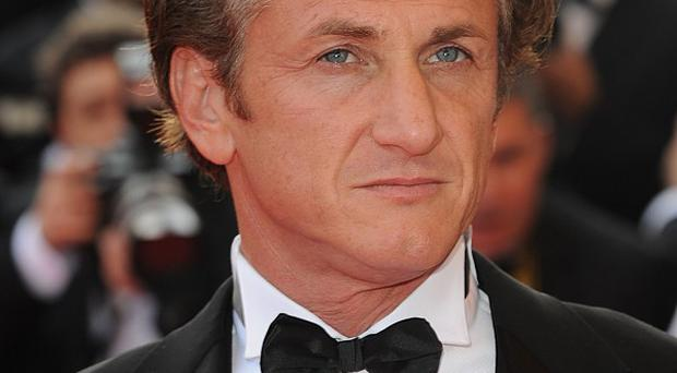 Hollywood actor Sean Penn is taking Argentina's side in the Falklands dispute