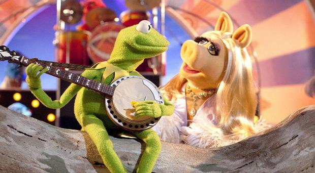 Miss Piggy and Kermit in a scene from The Muppets film