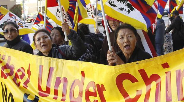 Free Tibet activists in the US demand human rights from Chinese vice president Xi Jinping as he visited Los Angeles