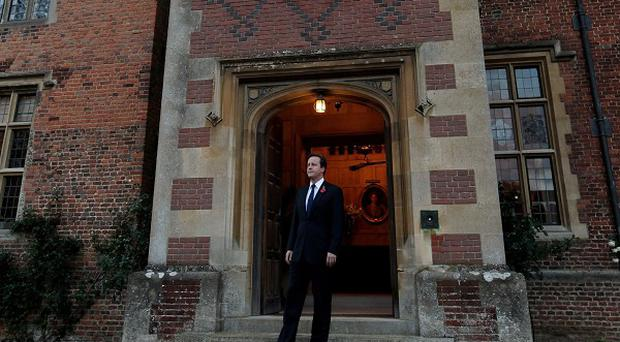 Peter Cruddas claims to have bankrolled a dinner with David Cameron present at Chequers, it has been reported